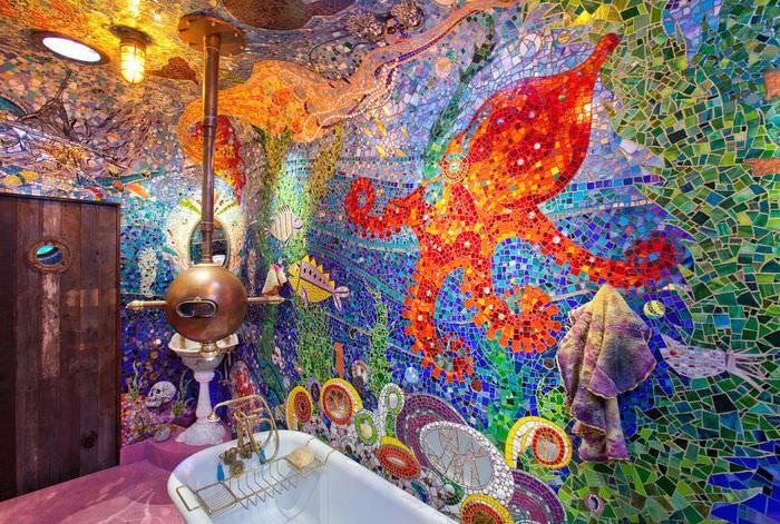 Уникальная ванная комната с отделкой стен и потолка цветной мозаикой