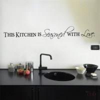 Надпись над мойкой в современной кухне