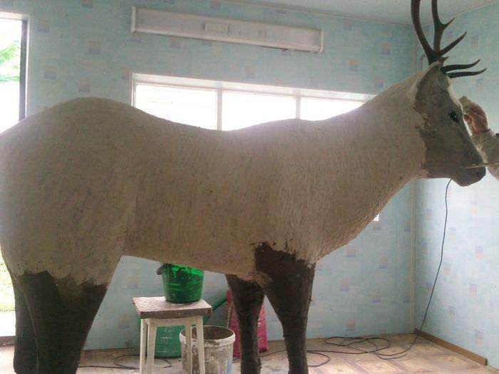 Шпаклевка скульптуры оленя фасадным составом