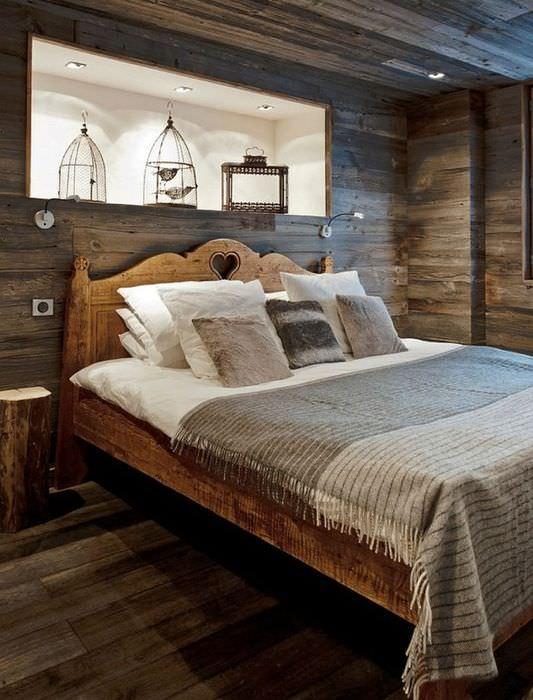 Обожженная вагонка в интерьере спальной комнаты