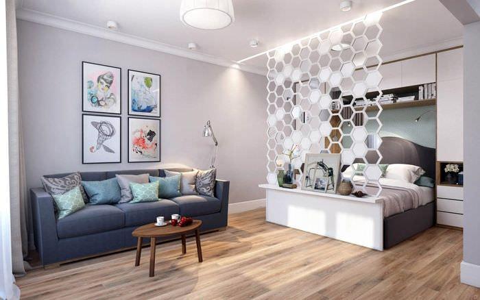 Интерьер квартиры-студии площадью 37 квадратов с декоративной перегородкой