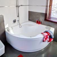 Угловая ванна из акрила в дизайне комнаты