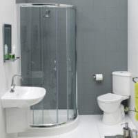 Сочетание серого и белого цветов в ванной