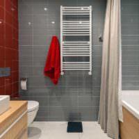 Дизайн ванной с серой и красной плиткой
