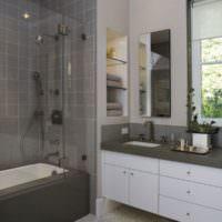 Современная ванная комната в загородном доме