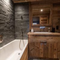 Натуральное дерево в дизайне ванной