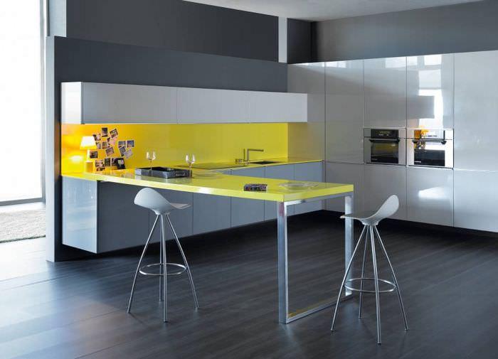 Декорирование кухонных фасадов с помощью пленки