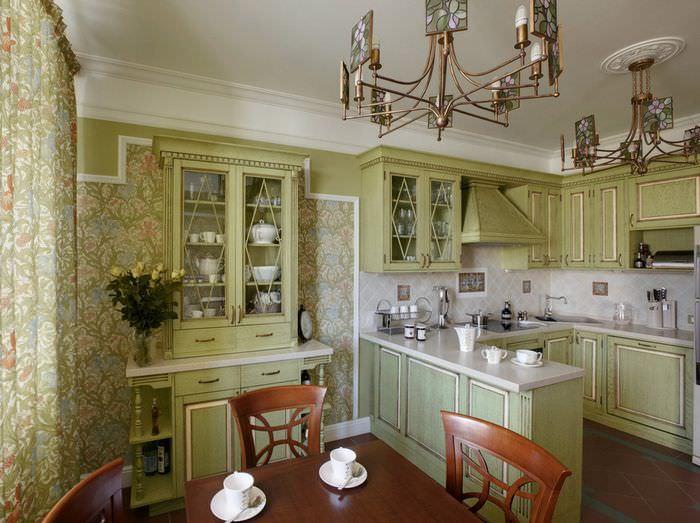Кухня-столовая с мебелью оливкового цвета