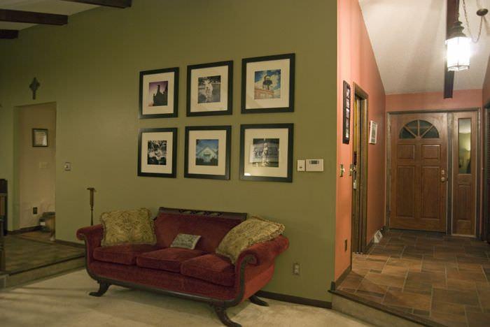 Дизайн прихожей с оливковыми стенами