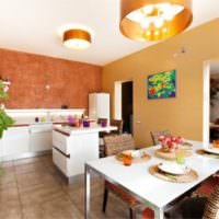 оранжевый цвет в интерьере кухни-гостиной