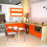 Кухонные шкафы с оранжевыми фасадами