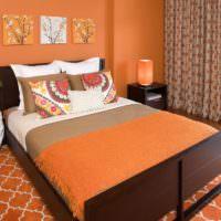 Преобладание оранжевого цвета в оформлении интерьера спальни