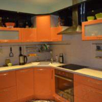 Акриловые фасады оранжевого цвета в кухонном гарнитуре