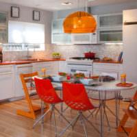 Использование ярких оранжевых оттенков в интерьере кухни