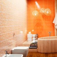 Оранжевая керамическая плитка в санузле городской квартиры