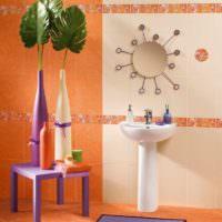 Отделка стен и пола в ванной оранжевой плиткой