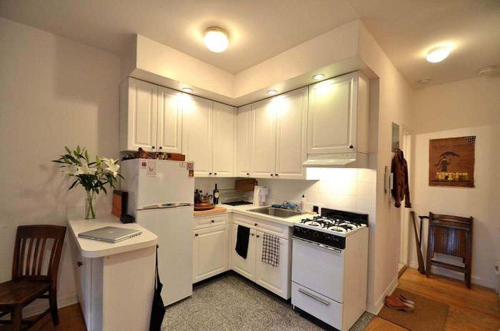 Комбинированное освещение кухни в городской квартире