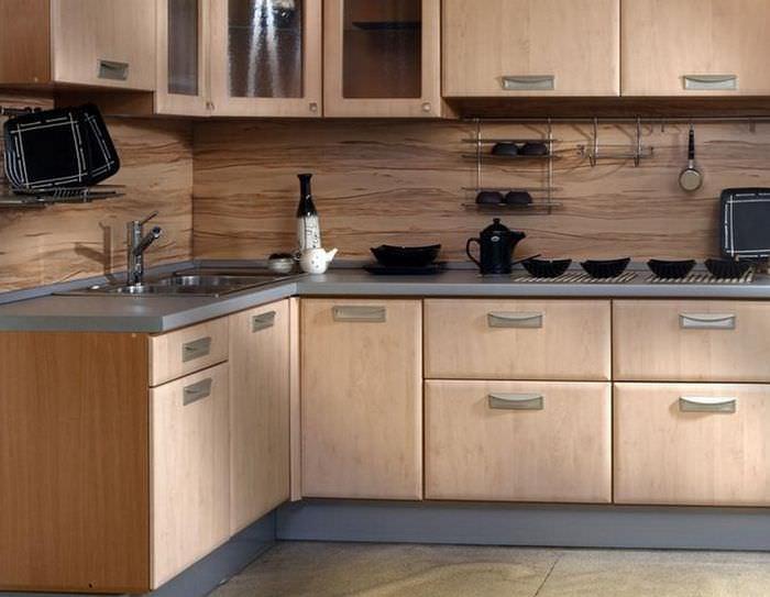 Отделка кухонного фартука ламинатом в тон фасадам кухонного гарнитура