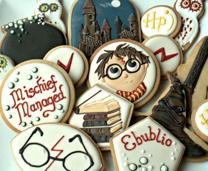 Печенье в тематике Гарри Поттера для украшения стола на день рождение ребенка