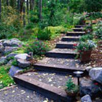 Садовая лестница из шпал с засыпкой
