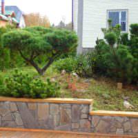 Бетонная подпорная стенка с облицовкой из природного камня