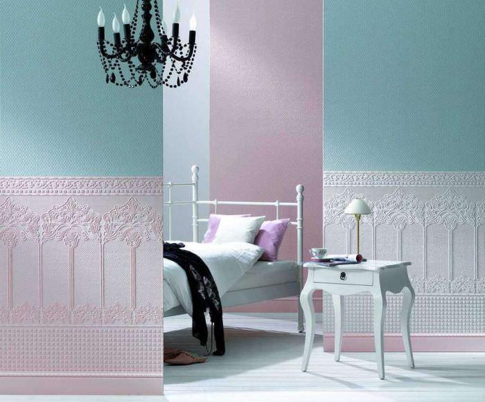 Интерьер спальной комнаты с обоями под покраску