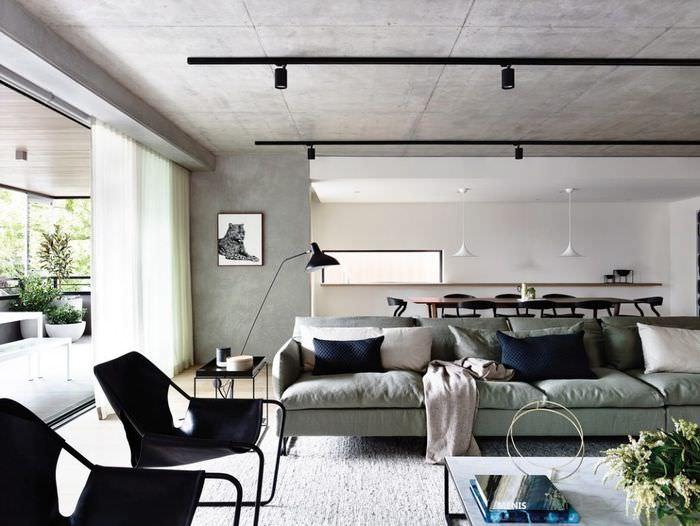 Софиты на потолке в дизайне освещения квартиры-студии