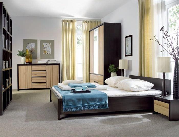 Дизайн угловой спальни в двухкомнатной квартире