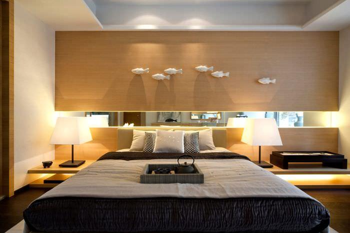 Оформление изголовья кровати в спальне хай тек