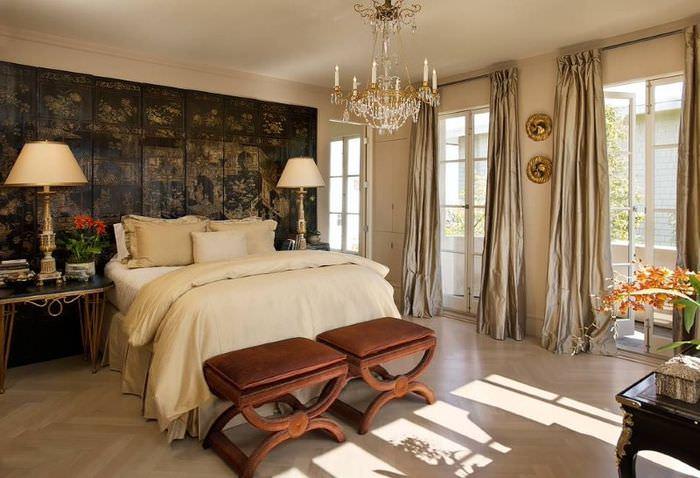 Красивая спальня в восточном стиле с элементами сказки