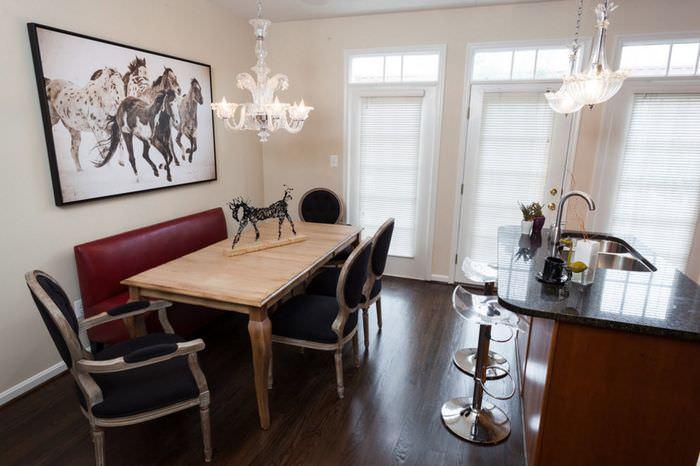 Обеденная зона на кухне-гостиной в стиле неоклассики