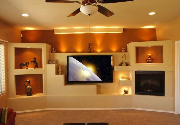 Ниши со светодиодной подсветкой в стене гостиной комнаты