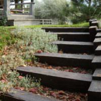 Лестница из бруса к садовой беседке