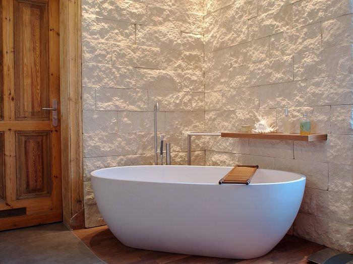 Современная ванна в эко-стиле с нотками минимализма