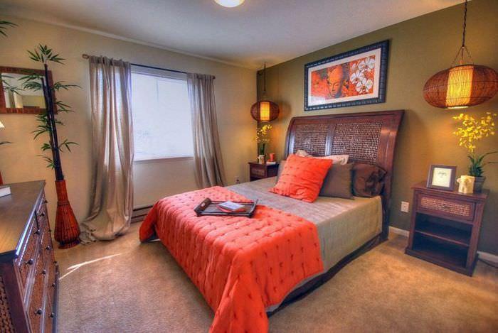 Дизайн штор в оформлении маленькой спальни