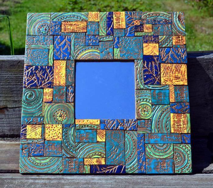 Зеркало ручной работы с облицовкой рамы керамической мозаикой