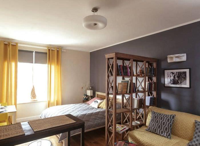 Отделение спальни от гостиной своими руками с помощью открытых книжных полок