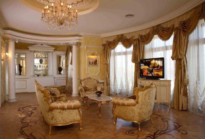Фото интерьера классической гостиной в античном стиле