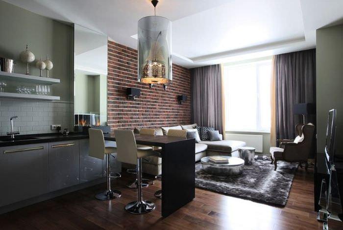 Кирпичная стена в зоне отдыха на кухне-гостиной