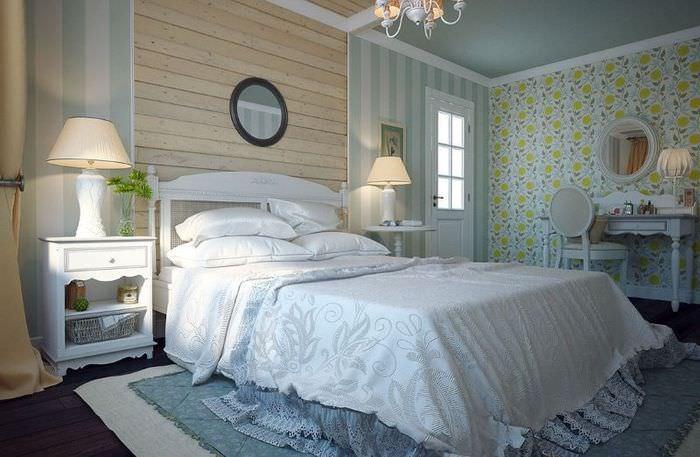 Сочетание обоев с различными рисунками в интерьере спальной