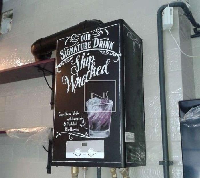 Черный газовый котел с надписями на стене кухни