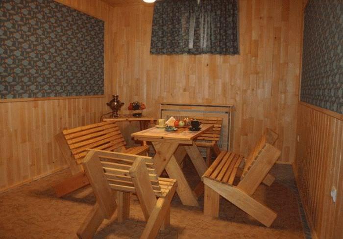 Мебель из натурально дерева для комнаты отдыха в бане