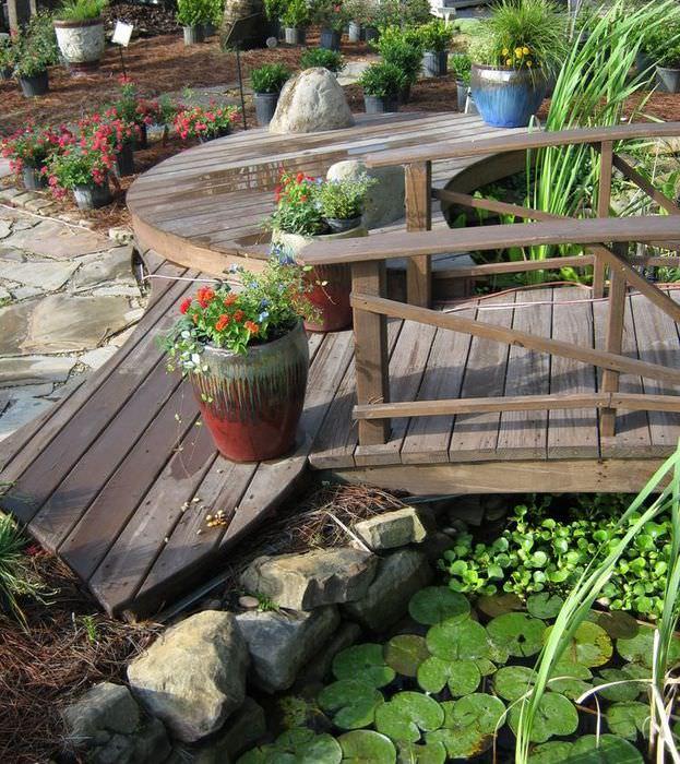 Садовый мостик через искусственный водоем своими руками