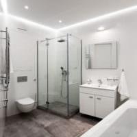 Интерьер белой ванной комнаты в стиле минимализма