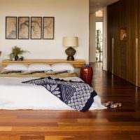 Низкая кровать на полу с покрытием из ламината