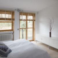 Белая спальня загородного дома