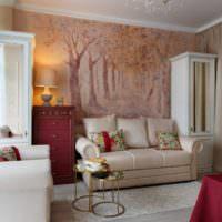 Обои на стене гостиной классического стиля