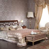 Светильники на прикроватных тумбах в спальне классического стиля