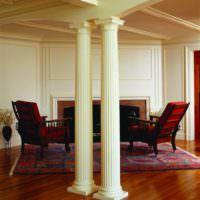 Полиуретановые колонны в интерьере гостиной