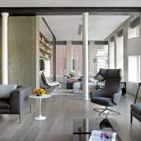 Интерьер гостиной с полиуретановыми колоннами